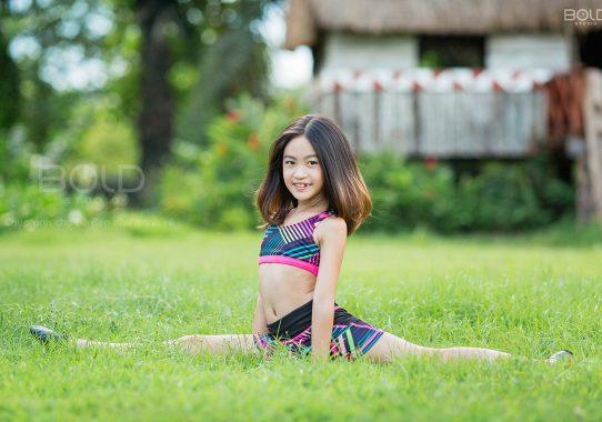 Báo Phụ Nữ Life: Bộ ảnh tự tin với nhiều biểu cảm đáng yêu của cô bé Việt đạt giải Hoa hậu tài năng ...