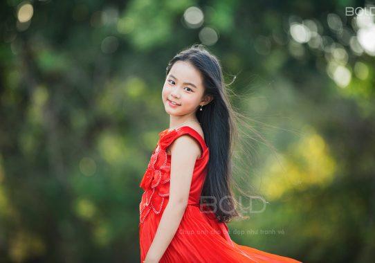 """Báo StarPress: Ngẩn ngơ trước vẻ đẹp xứng danh """"thần tiên muội muội"""" của mẫu nhí 8 tuổi"""