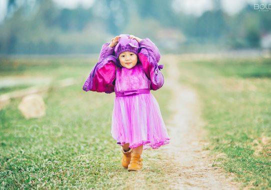 Báo Phụ Nữ Life: Một buổi chiều trên đồng cỏ lộng gió của cô bé đáng yêu mới tuổi lên 2