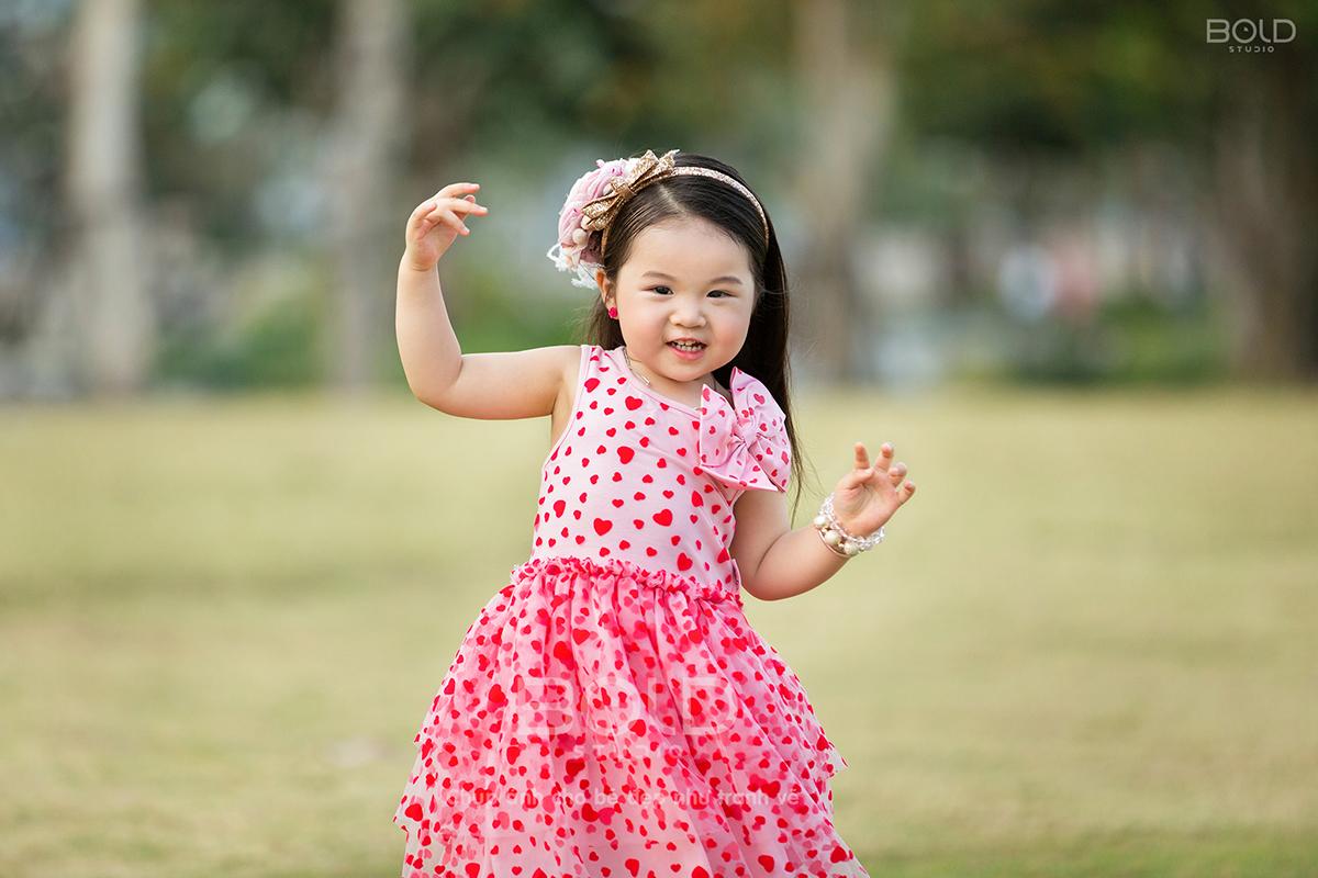 chụp ảnh cho bé 3 tuổi