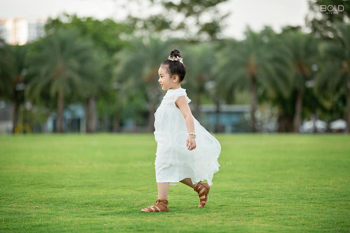 chụp ảnh cho bé 5 tuổi