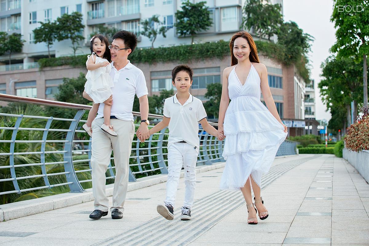 chụp ảnh gia đình tại khu đô thị sala