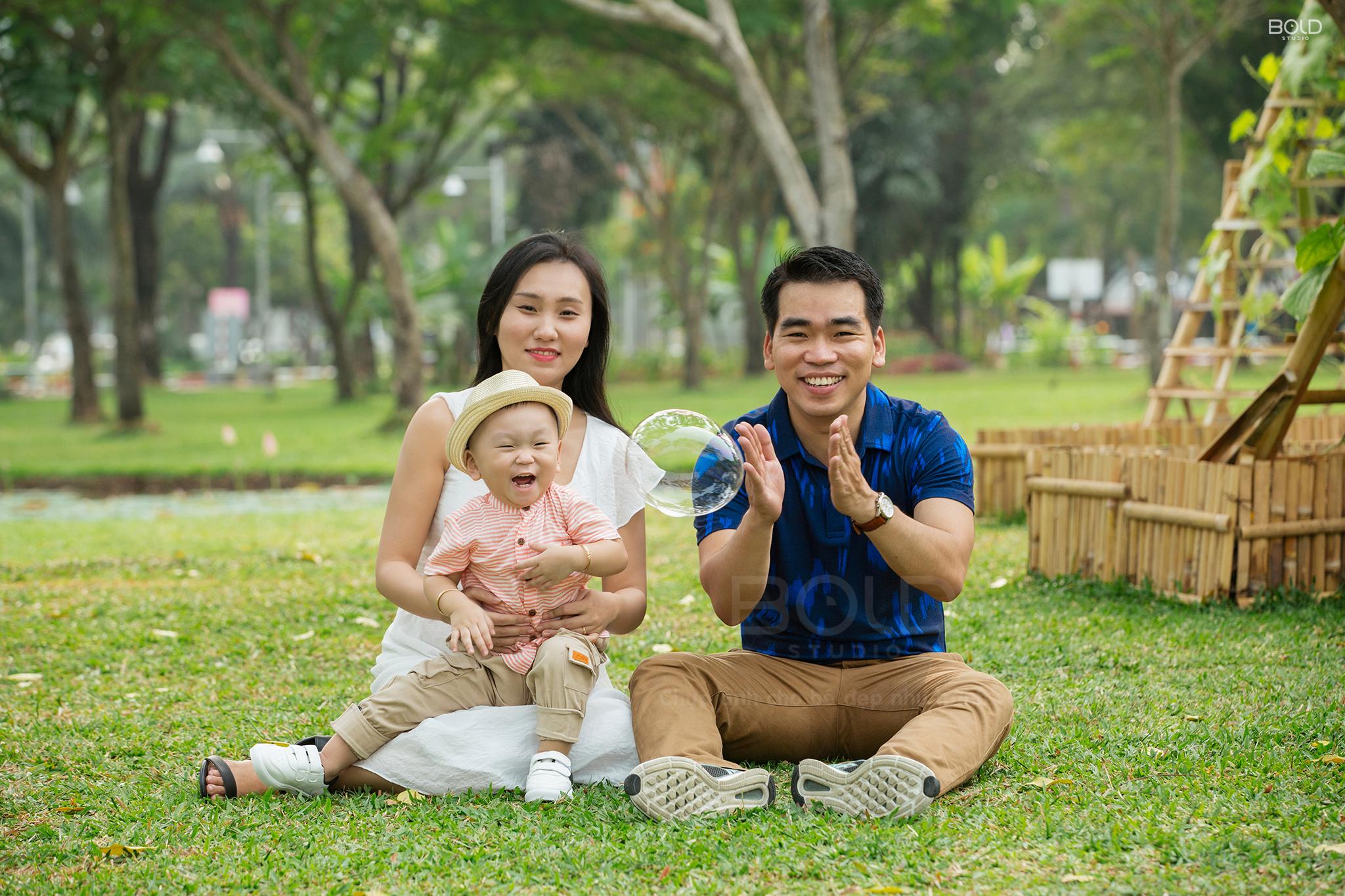 các kiểu chụp ảnh gia đình 3 người